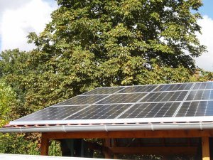 Carport mit Solaranlage